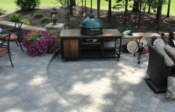 a flagstone patio with an outdoor kitchen